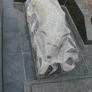 Скульптура из гранита, как часть ритуальной композиции в комплексе из гранита. Детали памятника полируются вручную профессионалами с большим опытом работы на кладбищах г. Киева. Заказ скульптуры можно оформить в офисе ЧП Прядко сегодня.