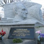 На фото, скульптура из гранита. Изготовление барельефа  для памятника, под заказ в компании ЧП Прядко сегодня. Гарантия на скульптуру, 10 лет.