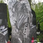 Статуя ангела из гранита, фото на кладбище Берковцы в Киеве. Оформление заказа на изготовление скульптуры ангела, можно сделать в офисе ЧП Прядко. Доступная цена скульптуры при высоком качестве исполнения, от профессионалов.