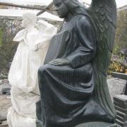 Статуя ангела из камня, рабочий момент изготовления в цеху г. Коростышев. Доступная цена скульптуры сегодня. Производство статуй, фигур из гранита с гарантией ЧП Прядко 10 лет.