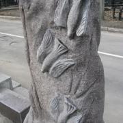 На фото, авторский памятник из гранита на Байковом кладбище в Киеве. Изготовление памятников и скульптур по индивидуальному заказу сегодня. Стоимость статуй и скульптур, согласно проекта комплекса из гранита.