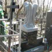 Фото ангела из гранита на могиле, размер ангела из гранита: 90 х 50 х 40 см. Цена ангела из гранита - от $ 3 тыс.