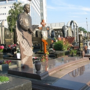 Фото скульптуры из бронзы. Установка бронзовой скульптуры на кладбище. Цена скульптуры из бронзы, согласно проекта ритуального комплекса.