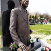 Фото бронзовой скульптуры для памятника. Цена бронзовой скульптуры - согласно проекта памятника.