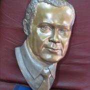 Отлитый бронзовый барельеф. Изготовление портрета из бронзы. Цена барельефа, от $ 3 тыс.