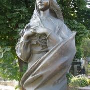 Фото бронзовой скульптуры после установки. Качественная бронзовая фигура. Стоимость бронзовой фигуры - согласно 3д проекта памятника.