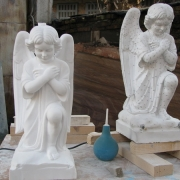 Изготовление скульптуры ангела из мрамора; фото в цеху в момент перевода модели ангела в мрамор. Высота мраморного ангела 55 см. Цена ангела из мрамора $3.5 тыс. Сегодня есть в наличии на складе ЧП Прядко в Киеве.