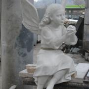 Фото ангела в модели, перед переводом в мрамор. Гипсовая модель ангела для памятника, высота скульптуры ангела 1м. Заказ ангелов из каталога скульптур.