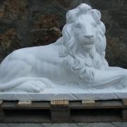 Фото скульптуры льва для памятника. Изготовление скульптуры из бетона высокого качества. Цена скульптуры льва из бетона 21 тыс. грн. Купить скульптуру льва в Киеве, по доступной цене, можно в магазине Ритуальной скульптуры, ул. Стеценко, 18.
