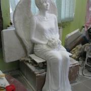 Фигура девушки в полный рост в виде ангела для кладбища, фото сразу после изготовления скульптуры в Киеве. Заказать фигуру девушки в полный рост в Киеве, можно в офисе ЧП Прядко.