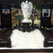 Памятник на кладбище с ангелом фото после установки. Цена скульптуры ангела на заказ - 27 тыс. грн. Купить скульптуру из полимера по фото, можно прямо с нашего сайта сегодня.