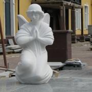 На фото ангел из мрамора. Размеры ангела для памятника - 60 х 35 х 35 см. Стоимость скульптуры ангела в Киеве: $4 тыс.