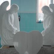На фото ангелы для памятника. Скульптура ангелов из мрамора; высота скульптуры ангелов - 120 см.