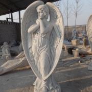 Мраморный ангел фото производства. Фото ангела из белого мрамора в галерее скульптуры . Фигура ангела для кладбища.