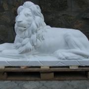 Фигура льва из бетона для кладбища, фото.  Размер скульптуры льва: длина скульптуры льва 130 см., высота фигуры льва 72 см., вес скульптуры из бетона 310 кг. Цена скульптуры льва 21 тыс. грн. Купить скульптуру из бетона, вы можете в магазине Ритуальной скульптуры в Киеве, в ассортименте.