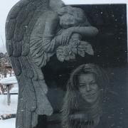 Скульптура ангела из чёрного габбро. Размеры ангела для памятника: 180 х 90 х 15 см. Заказать скульптуру ангела - можно с сайта: https://www.prjadko.kiev.ua