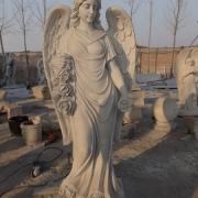 Ангел в галерее скульптуры, фото на производстве. Скульптура ангела из белого мрамора на могилу. Купить ритуального ангела для памятника можно в магазине скульптуры в Киеве.
