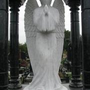 Мраморный ангел на кладбище; каталог ангелов из белого мрамора на страницах сайта ЧП Прядко. Стоимость ангела, согласно проекта памятника.