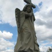 Ангел из гранита на Южном кладбище. Скульптура скорбящего ангела в каталоге скульптур нашего сайта. Изготовление статуй из гранита на собственном производстве в Киеве.