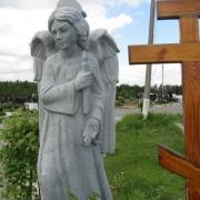 Ангел из гранита на Южном кладбище в Киеве. Фото ангела со свечей на могиле. заказать скульптуру ангела из гранита, можно в офисе ЧП Прядко по ул. Стеценко, 18.