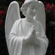 Скульптура ангела из белого бетона, высота ангела 110 см., цена статуи ангела 39 тыс. грн. Есть в наличии на складе; продажа ангелов для памятника, через ЧП Прядко в Киеве.