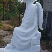 Скульптура ангела из мрамора на заказ. Высота детской скульптуры - 1,5 м.