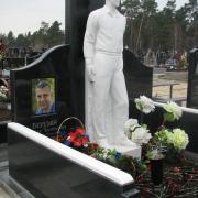 Фотография мраморной скульптуры на кладбище. Галерея статуй на сайте Ритуальной скульптуры фото, сразу после установки на могилу. Изготовление мраморных статуй для памятников.