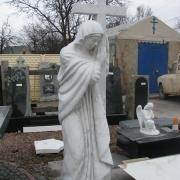 Новая статуя Богородицы в галерее скульптуры.  Изготовление статуи Богородицы фото, на складе. Гарантия на мраморные статуи 10 лет; цена мраморной статуи с крестом $10 тыс.