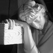 Фото скульптуры ангела. Изготовление ритуальных ангелов в Киеве. Заказать статую ангела можно в офисе ЧП Прядко, либо в магазине Ритуальной скульптуры по адресу: Стеценко, 18.