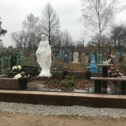 Фото установки фигуры Богородицы; высота статуи для памятника - 240 см.