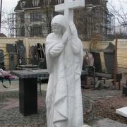 Богородица из белого мрамора с крестом фото, на складе. Новая статуя Богородицы в галерее скульптуры. Цена статуи из белого мрамора с крестом $10 тыс. Гарантия на мраморные статуи 10 лет.