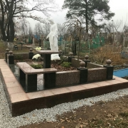 Фигура Божьей Матери на могиле фото сразу после установки. Высота статуи для памятника - 240 см.