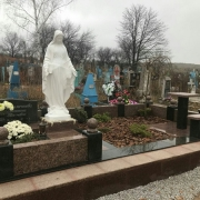На фото статуя Божьей Матери на могиле. Общая высота статуи для памятника - 240 см.
