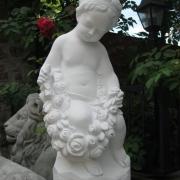 Выбор скульптуры. Скульптура девочки с розами; высота скульптуры девочки 62 см., стоимость статуи  из бетона 5 тыс. грн.
