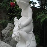 Выбор скульптуры, фото. Скульптура девочки из бетона, цена 5 тыс. грн.