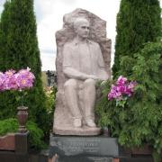 Фото скульптуры из камня на кладбище. Изготовление скульптуры в Киеве, от ЧП Прядко. Цена скульптуры из камня, согласно 3д проекта памятника.