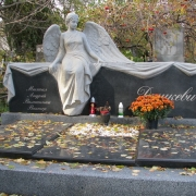 На фото новая скульптура из камня. Размер скульптуры из камня, по разработанному проекту памятника. Доступная цена скульптуры в Киеве.