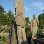 Фото элитарной скульптуры из гранита на кладбище в Киеве. Доставка скульптуры из гранита по Украине с установкой на кладбище, от производителя ЧП Прядко.