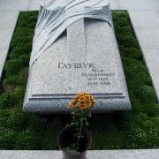 Элитарная скульптура из гранита, установлена на Лесном кладбище в Киеве; изготовление авторской скульптуры в ЧП Прядко под заказ. Установка скульптуры ВИП класса по Украине сегодня с гарантией качества. Заказ скульптуры VIP в офисе нашей компании.
