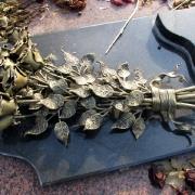 На фото изготовление бронзовых деталей для памятника. Качественное литьё из бронзы под заказ в Киеве. Цена литья из бронзы на памятник - доступна.