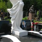 Скульптура девушки в образе ангела из белого мрамора. Цена скульптуры ангела - согласно проекта памятника.