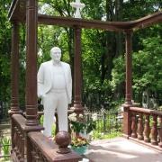 Фото скульптуры на кладбище. Памятник класса вип с фигурой из мрамора. Размер скульптуры - согласно проекта памятника.
