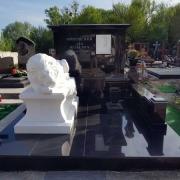 Фото установленной скульптуры льва. Индивидуальное создание скульптуры в Киеве, от производителя.