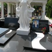 Ритуальный комплекс ВИП класса со скульптурой девушки. Размер скульптуры ангела - согласно проекта памятника.