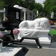 Мраморная скульптура льва. Изготовление скульптуры для кладбища по индивидуальным проектам.