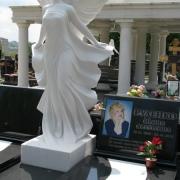 Элитарная скульптура девушки в ритуальном комплексе на кладбище. Стоимость скульптуры ангела по проекту памятника.