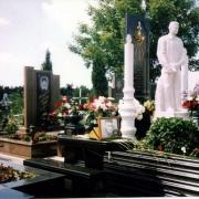 Статуя из мрамора ВИП класса, установлена на Лесном кладбище в Киеве. Изготовление VIP статуй из белого мрамора сегодня, для элитных ритуальных комплексов. Цена статуи договорная, согласно проекта.