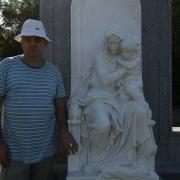 Фото мраморной ВИП скульптуры на кладбище. Изготовление скульптуры из мрамора ВИП класса в Киеве. Цена VIP скульптуры из мрамора - согласно проекта.