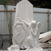 Скульптура ВИП класса из белого мрамора фото. Изготовление мраморной скульптуры класса Люкс в Киеве. Вырубка фигуры ангела в мраморе фото.