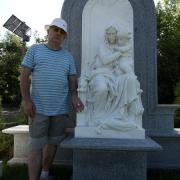 Скульптура ВИП класса из мрамора фото - после установки на кладбище. Выполняем доставку и установку скульптуры ВИП по Украине. Цена VIP скульптуры из мрамора - согласно утверждённого 3д проекта.